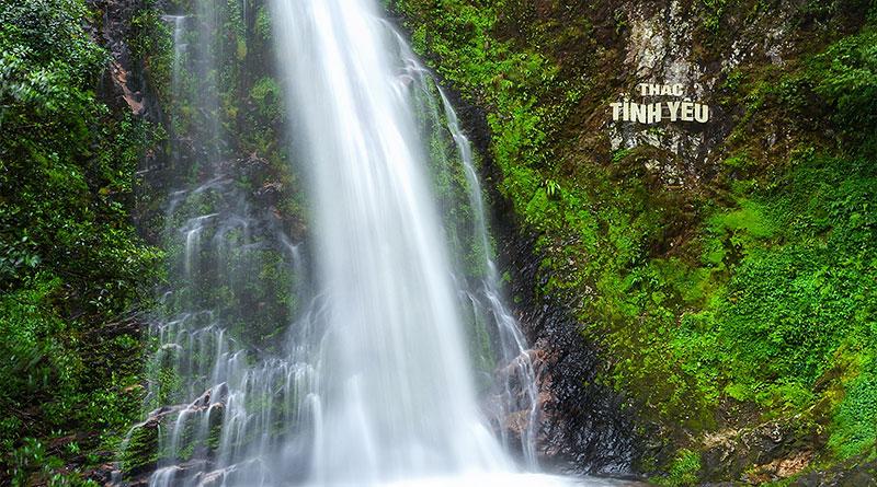 Suối Vàng- Thác Tình Yêu Đẹp Lung Linh Câu Chuyện Cổ Tích